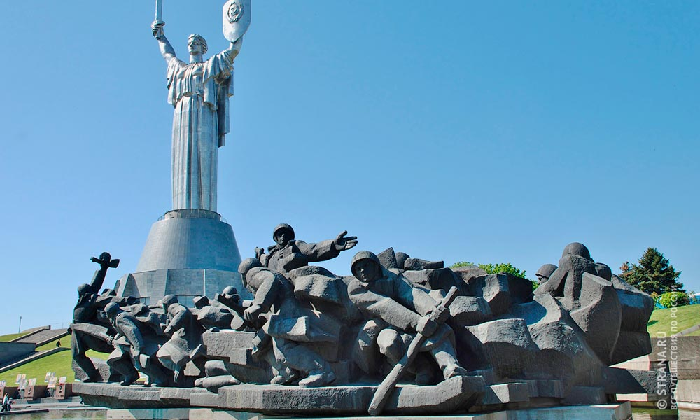 Украина. Киев. Монумент-скульптура «Родина-мать». Фото: Фотобанк Лори